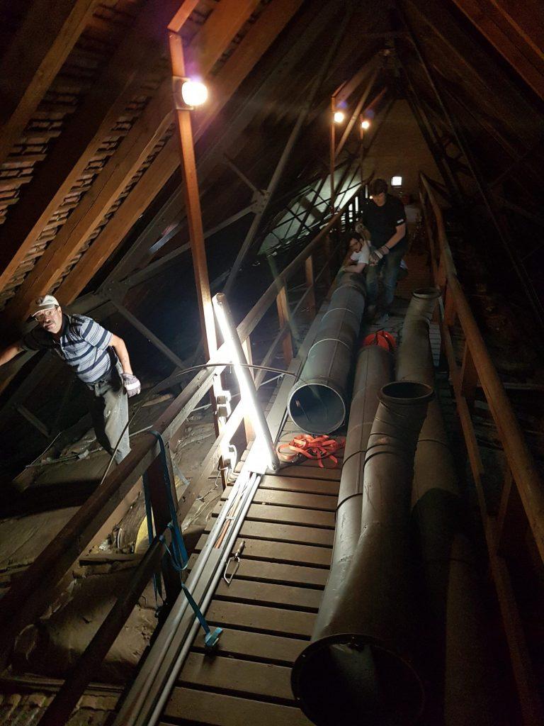 Altes Lüftungsrohr der Umluftheizung auf dem Dachboden der Stephanuskirche Nürnberg Gebersdorf