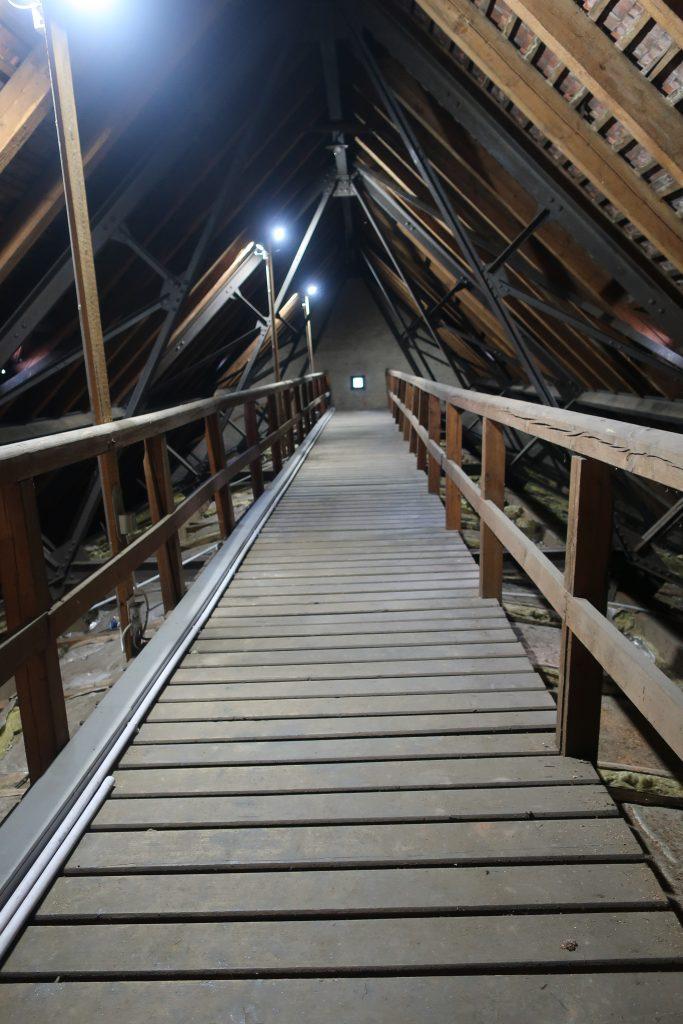 Beleuchtungssituation am Dachboden nach dem Umbau in der Stephanuskirche
