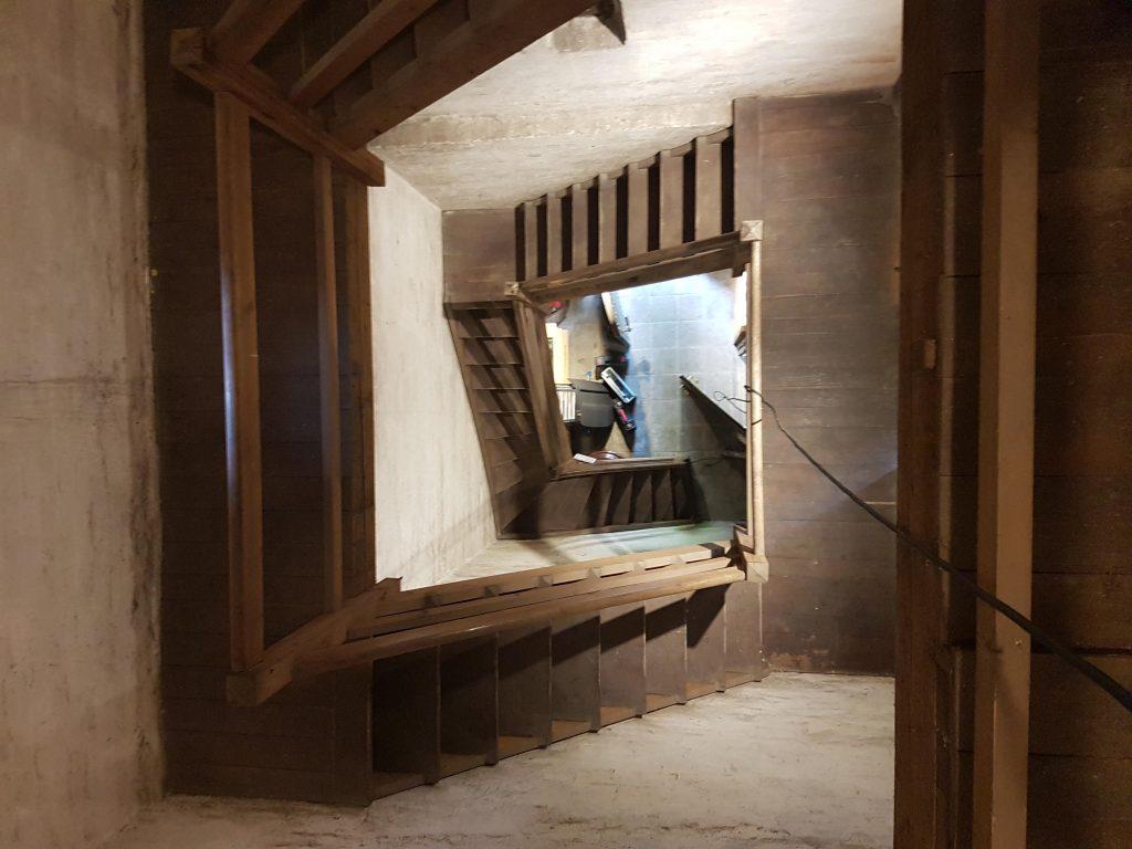 Foto des Treppenaufgangs im Glockenturm der Stephanuskirche Nürnberg Gebersdorf
